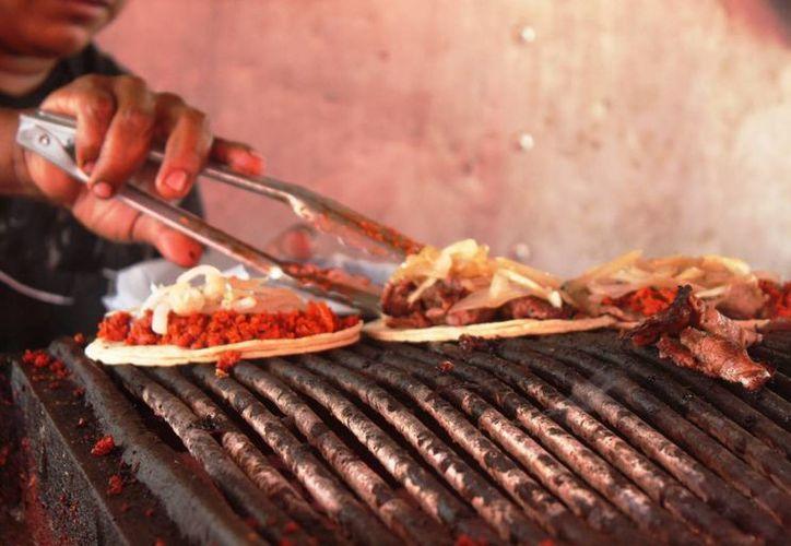 La Cofepris recomienda verificar que los alimentos que se consuman estén en buen estado para prevenir enfermedades gastrointestinales. (Octavio Martínez/SIPSE)