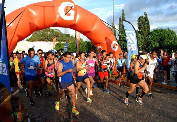 """En la carrera que cierra el circuito atlético """"Ko'onex Alkab"""" participaron más de 500 corredores."""