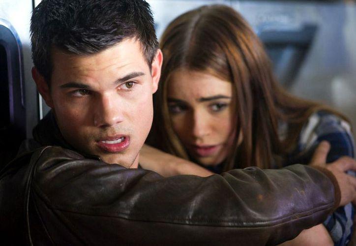 El actor Taylor Lautner afirmó que seguirá en contacto con Robert Pattinson y Kristen Stewart, sus coestrellas de Crepúsculo. (Agencia Reforma)
