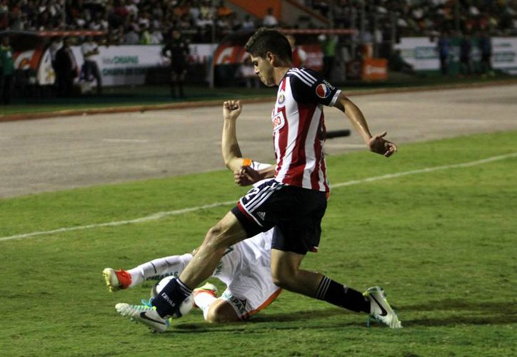 Chivas tiene 33 partidos sin perder ante Pumas. (Foto: Agencias)