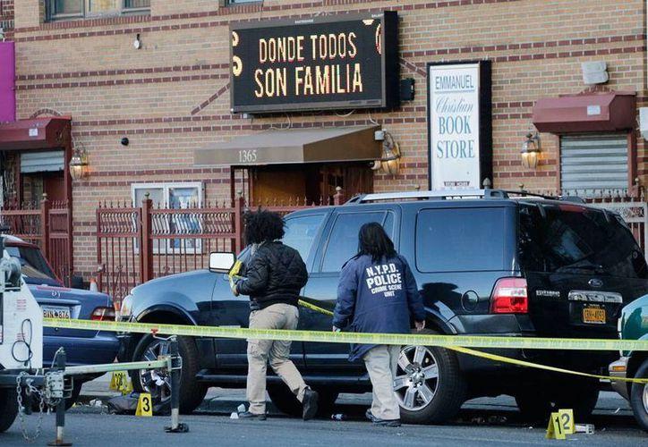 Un tiroteo a las afueras de la iglesia 'Emmanuel de Dios', en Nueva York, dejó saldo de dos muertos. La balacera ocurrió durante un funeral. (AP)