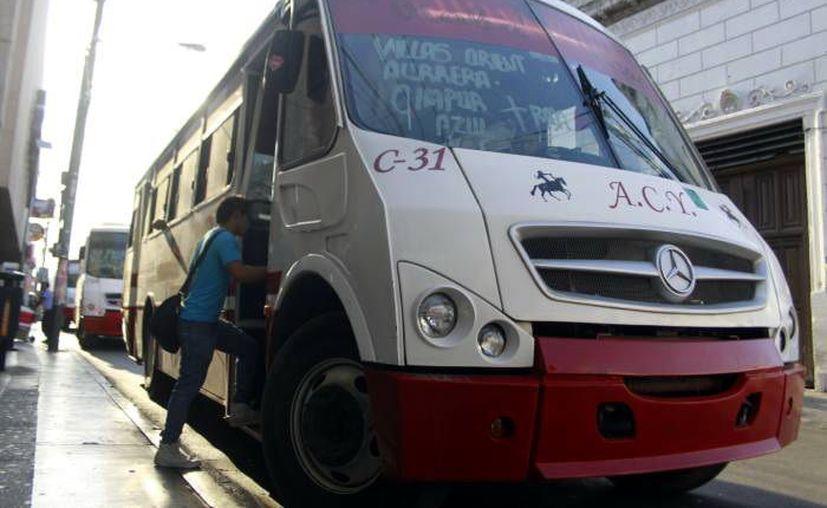 Los usuarios se han quejado con frecuencia del mal servicio de los camiones. (Novedades Yucatán)