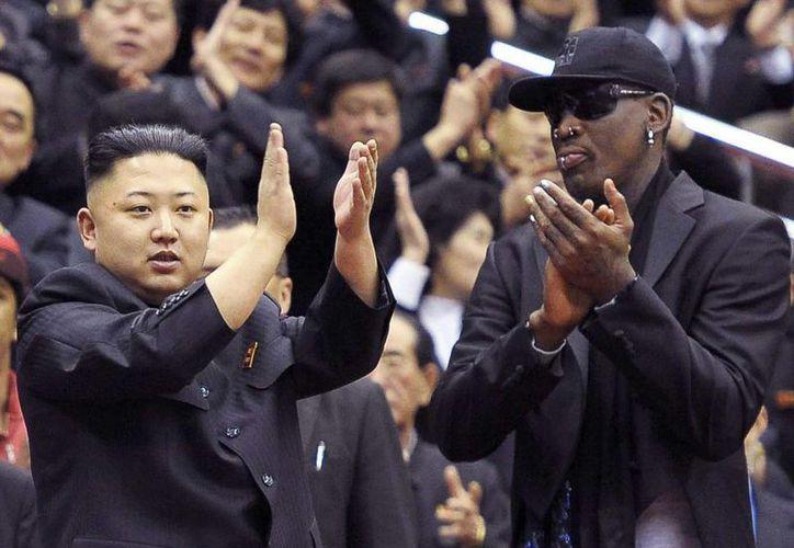 En tensa entrevista con CNN, Rodman (d) defendió su viaje a Norcorea y su amistad con el líder Kim Jong-un. (EFE/Archivo)