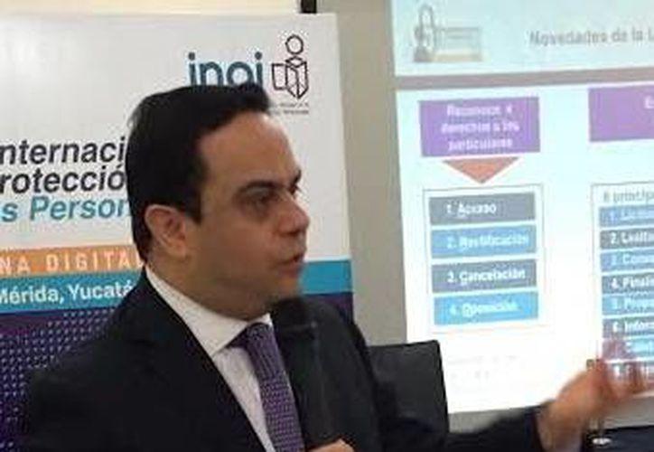 Francisco Javier Acuña, comisionado del INAI, dijo que el Estado tiene una carrera contrarreloj para proteger datos personales en manos del Gobierno. (Milenio Novedades)