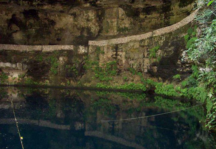 En el cenote Zací se escuchan voces y gritos muy a menudo, quizá por los accidentes mortales que en el lugar se han presentado. (Jorge Moreno/SIPSE)