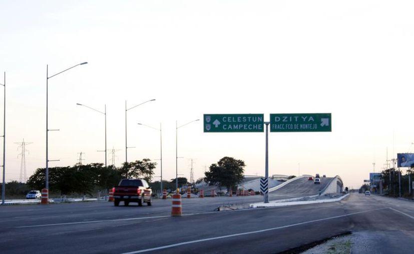 Las obras para agilizar el tráfico avanzan a buen ritmo en el Periférico. (Theani Ruz/SIPSE)