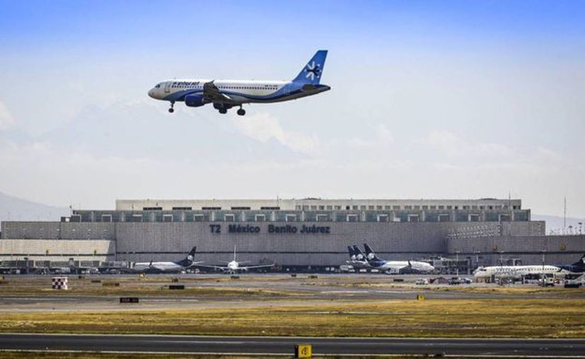 Ante la creciente demanda, los precios de los boletos de avión son cada vez menores en Latinoamérica. (Foto de elpais.com)