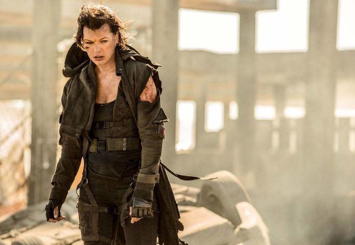 """La última entrega de """"Resident Evil"""" cumple con los fanáticos y entretiene en general, es promedio. (Contexto/Internet)"""