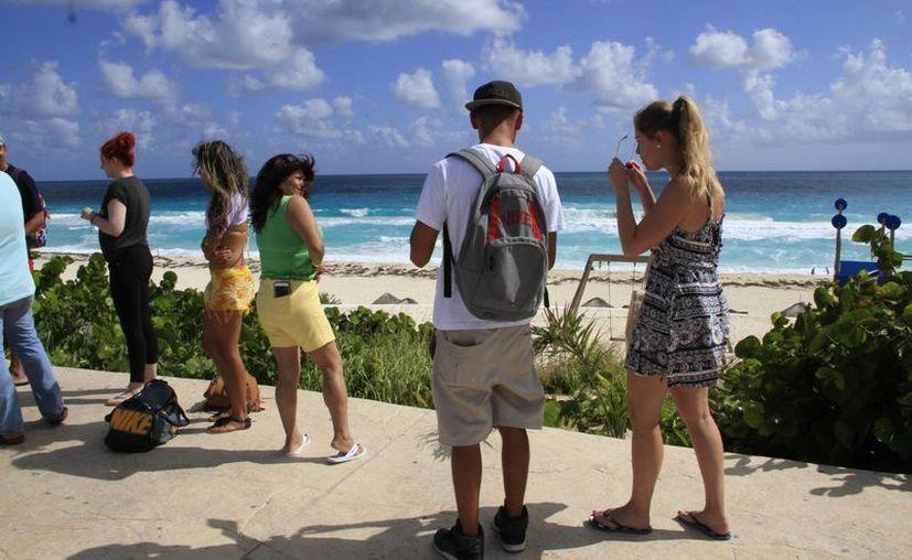 Hoteleros apuestan por el turismo nacional en Cancún. (Israel Leal/SIPSE)
