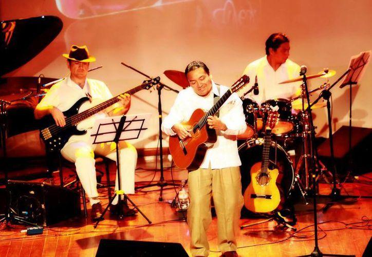 Diversos géneros y estilos estarán en el concierto del trovador Gilberto Cab May conocido como 'Gil Gil'. (Milenio Novedades)
