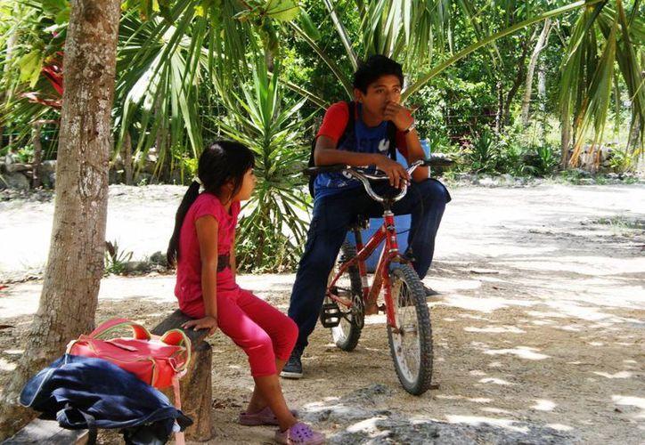 Entre las carencias que sortean los niños de la comunidad Vida y Esperanza se encuentran la falta de una escuela digna, señalan padres de familia. (Octavio Martínez/SIPSE)