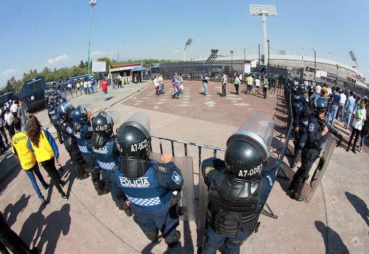 Imagen de elementos de la Secretaría de Seguridad Pública de la Ciudad de México desplegados en un partido Pumas-América en el estadio Olímpico México 68, el pasado 8 de mayo. (Archivo/Notimex)