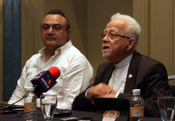 El Arzobispo Antonio Chedraoui y el cónsul Roberto Abraham Mafud, durante la rueda de prensa. (Milenio Novedades)