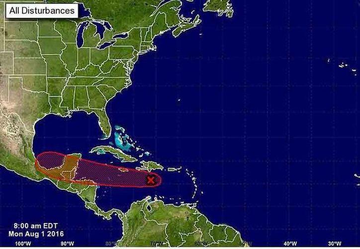 La zona de baja presión en el centro del Mar Caribe, mantiene 80% de probabilidad para desarrollo ciclónico. (Servicio Meteorológico Nacional)