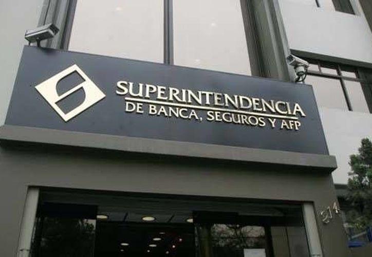 La Superintendencia de Banca y Seguros investiga el ingreso de dos mil 457 millones de dólares al sistema financieron de Perú, dinero que se sospecha proviene del lavado de dinero. (peru.com)