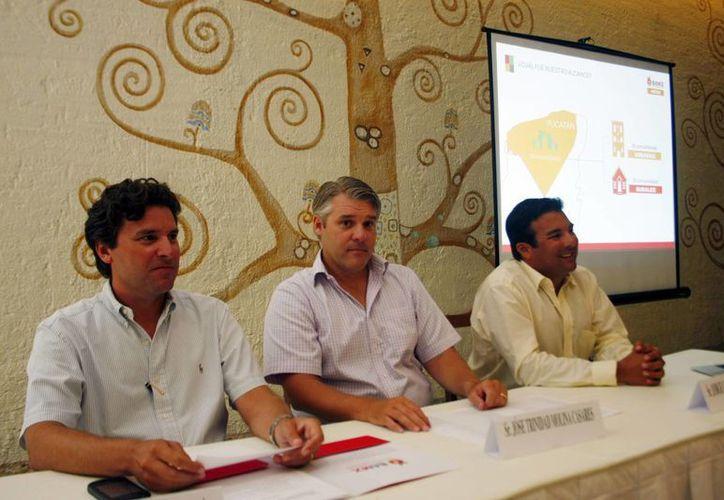 Informe anual del presidente de la Mesa Directiva de Bamac, José Trinidad Medina Casares. Apoyan a 16 municipios, 18 comunidades, 49 instituciones y 8 parroquias. (Milenio Novedades)
