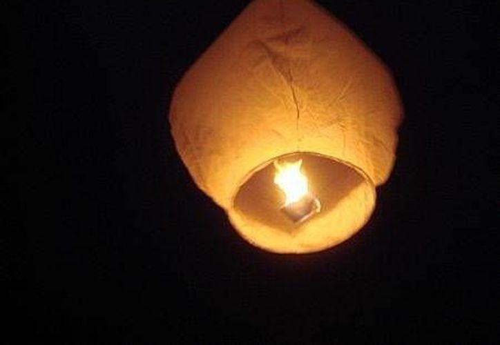 Los globos de Cantoya muchas veces son confundidos con ovnis. (Jorge Moreno/SIPSE)