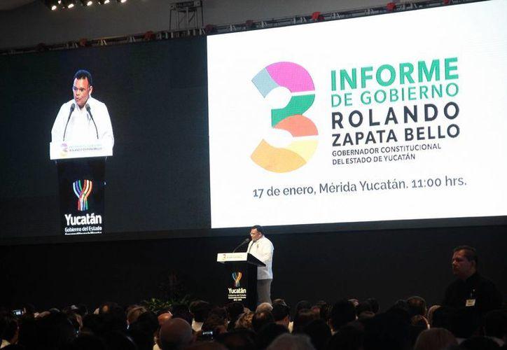 El tercer informe del gobernador Rolando Zapata tuvo entre sus temas principales el de las inversiones millonarias empresariales que se harán en los próximos años. (Jorge Acosta/SIPSE)