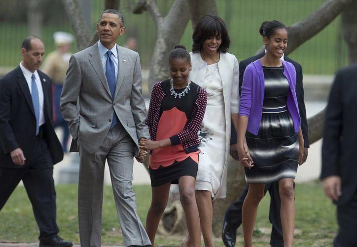 Asiste Obama con su familia a misa de Pascua. (Agencias)