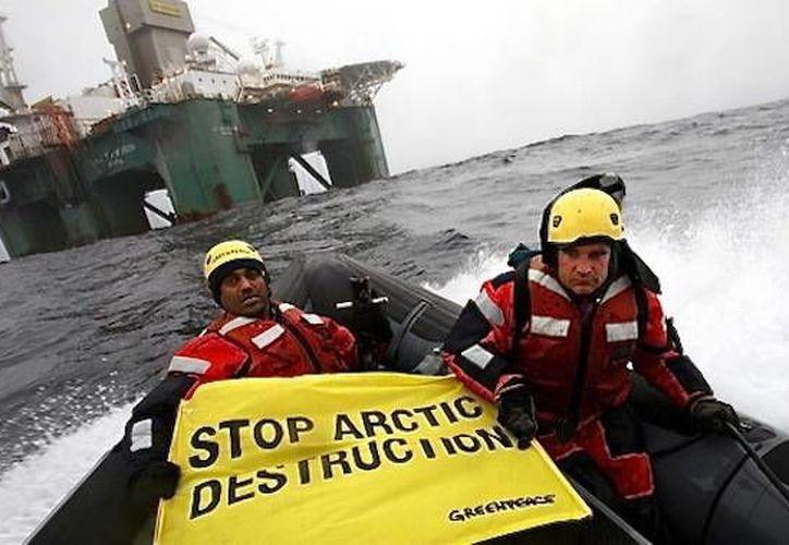 Miembros de Greenpeace abordaron plataformas petroleras operadas por una empresa noruega y otra rusa. (ecologiaverde.com/Foto de contexto)