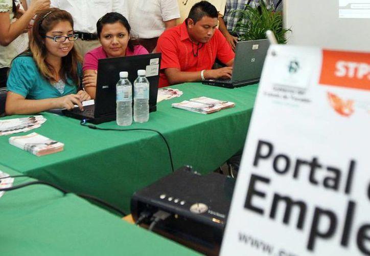 De acuerdo con la empresa Manpower, el 6 por ciento de las empresas de Yucatán prevé nuevas contrataciones, en el siguiente trimestre del año. En la imagen, un aspecto de una feria de empleo. (Archivo/SIPSE)