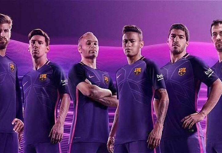El nuevo uniforme alternativo que usará el FC Barcelona en la próxima campaña es bastante polémico. (futbolred.com)