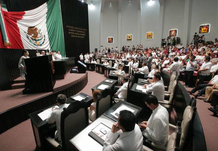 Martínez Ross reprueba el hecho de que la gran mayoría de los diputados de la XIII Legislatura hayan solicitado licencia. (Jorge Carrillo/SIPSE)