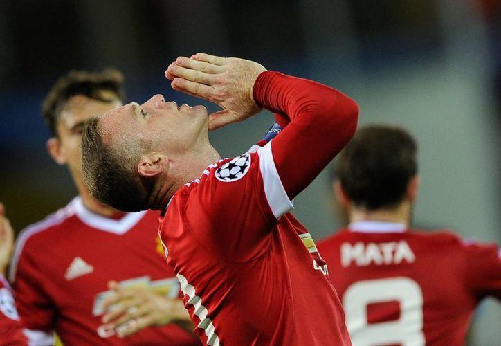 Como en sus mejores tiempos, Wayne Rooney marcó un triplete en la goleada de 4-0 sobre Brujas de Bélgica para asegurar la calificación del Manchester United a la fase de grupos de la iga de Campeones de Europa. (Fotos: AP)