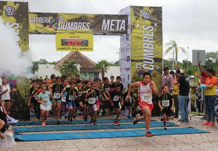 Participaron más de 800 corredores en el evento deportivo. (Raúl Caballero/SIPSE)