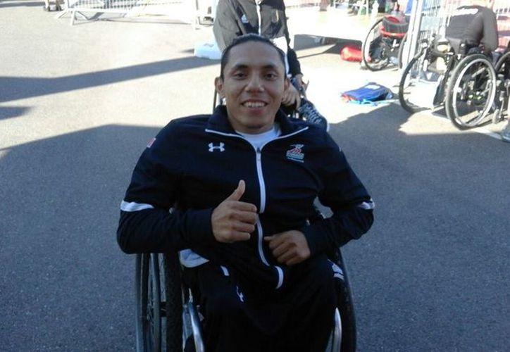El deportista Adonay Poot Uitz está convencido que puede llevarse medallla de oro en los 100 metros. (Cortesía)