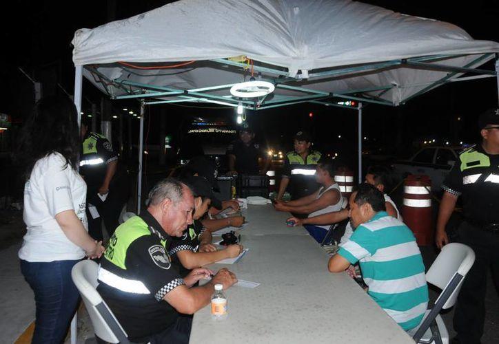 Durante el operativo de la noche del viernes y parte de la madrugada de ayer sábado, se realizaron 50 pruebas y 521 entrevistas. (Redacción/SIPSE)