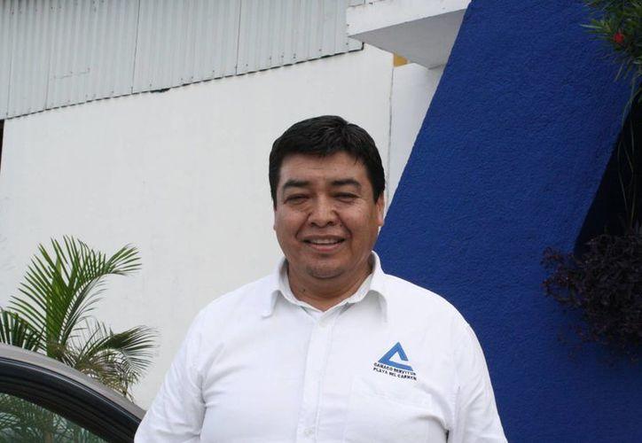El presidente de la Canaco-Servytur, Martín Alfaro Loredo, durante una entrevista. (Loana Segovia/SIPSE)