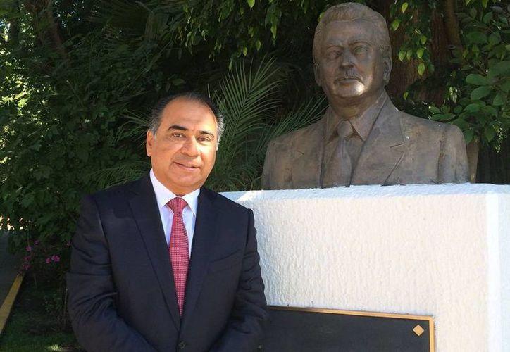 El presidente nacional del PRI, César Camacho, anunció que Héctor Astudillo Flores será el candidato de unidad para competir por la gubernatura de Guerrero. (Tomada de Facebook AstudilloFloresHecto)