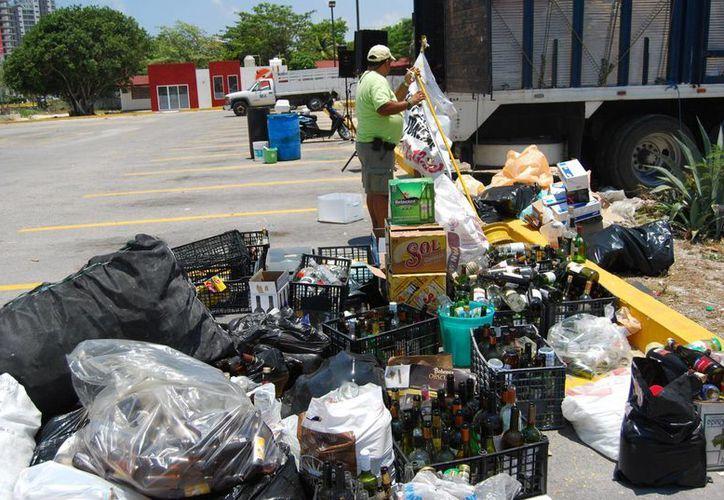 De acuerdo con cifras del Inegi actualmente la producción de basura ascendió a más de dos mil toneladas en Cancún. (Tomás Álvarez/SIPSE)