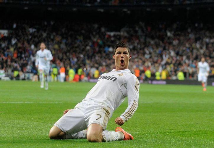 Cristiano Ronaldo tiene los mismos goles de Raúl González con Real Madrid: 323. (sportal.com)