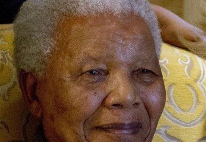 Mandela es venerado por haber sido líder en la lucha contra la segregación racial en Sudáfrica. (Agencias)
