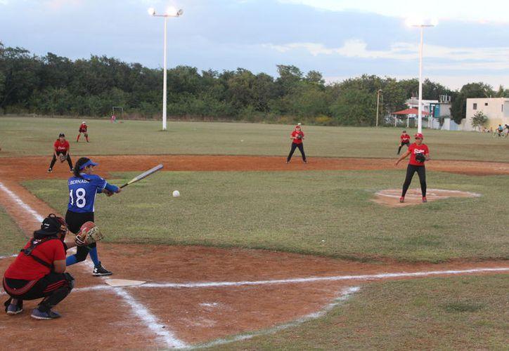 En este torneo intermunicipal participan equipos de Bacalar, Felipe Carrillo Puerto y Othón P. Blanco. (Miguel Maldonado/SIPSE)