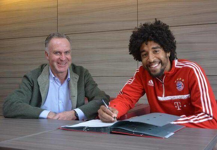 En su cuenta de Twitter, Dante Bonfim escribió: Para el 2017, hoy me han extendido mi contrato con el @ FCBayern! Les agradezco a todos por el apoyo. (@dante_bonfim)