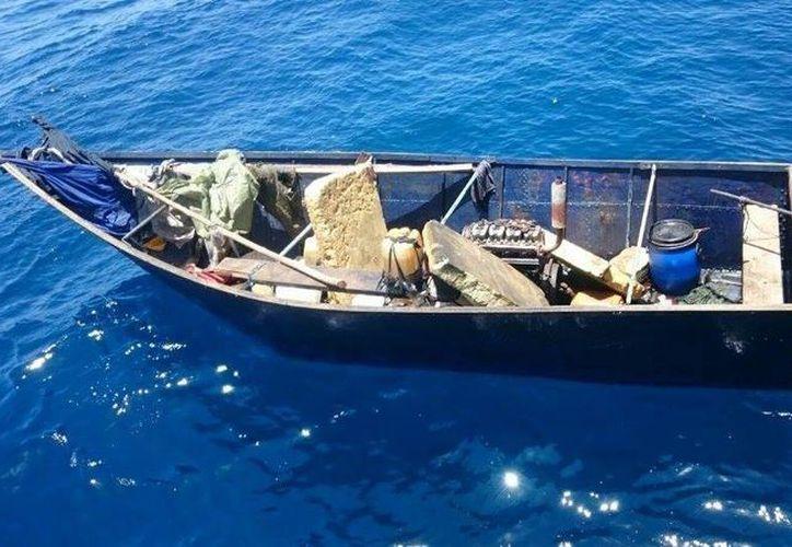 Las personas viajaban a bordo de una embarcación de manufactura artesanal. (Cortesía)