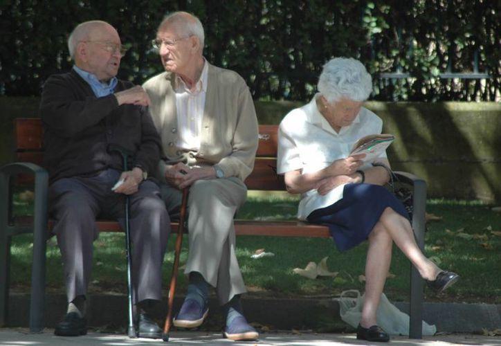 España encabeza la lista donde el promedio de vida es de 85 años para las mujeres y 78.8 años para los varones. (wordpress.com)