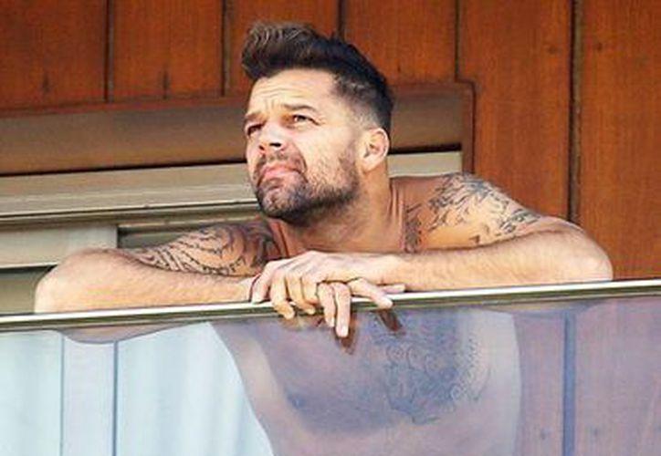 Ricky Martin se veía muy relajado cuando salió en calzoncillos al balcón del hotel donde se hospeda en Río de Janeiro. (pronto.com.ar)
