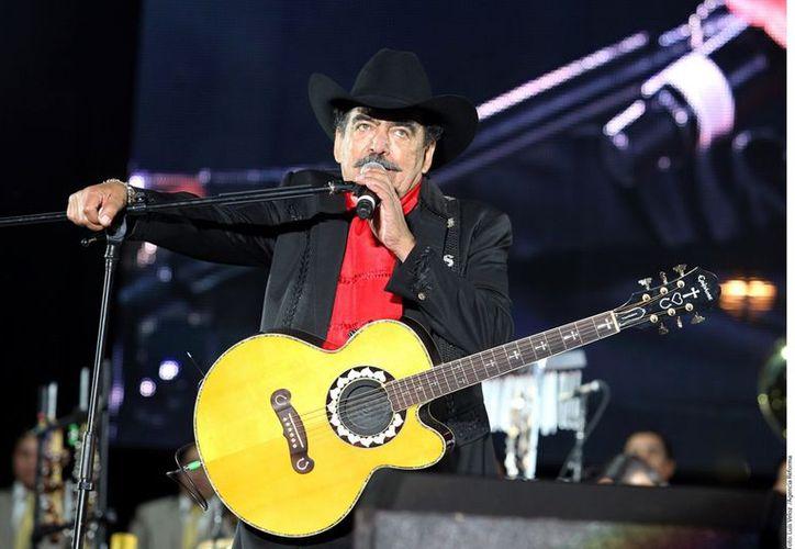"""El cantautor guerrerense también fue criticado por """"adúltero"""" y """"machista"""". (REFORMA)"""