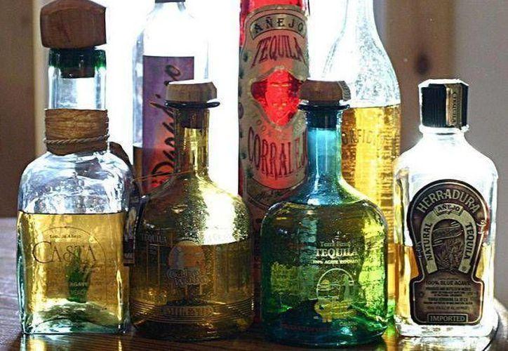 Un caballito de tequila tiene incluso propiedades medicinales. (Archivo/SIPSE)