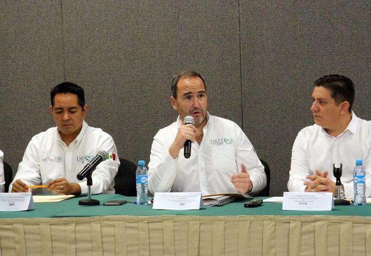 En 2013 Yucatán tuvo 73 solicitudes de patentes; en 2014 fueron 54 y en 2015, 71 patentes y el año pasado se contabilizaron 75, se dio a conocer en reunión del titular del IMPI con delegados federales. (Foto cortesía)