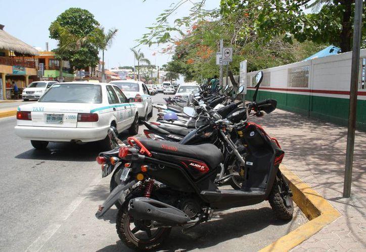 Entre las recomendaciones para evitar el robo de motocicletas se encuentra colocarle un candado de seguridad. (Octavio Martínez/SIPSE)