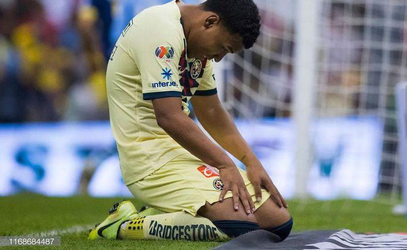 Problemas extra cancha parece que están orillando al jugador colombiano a salir de las Águilas (Foto: @rogermartinezt9)