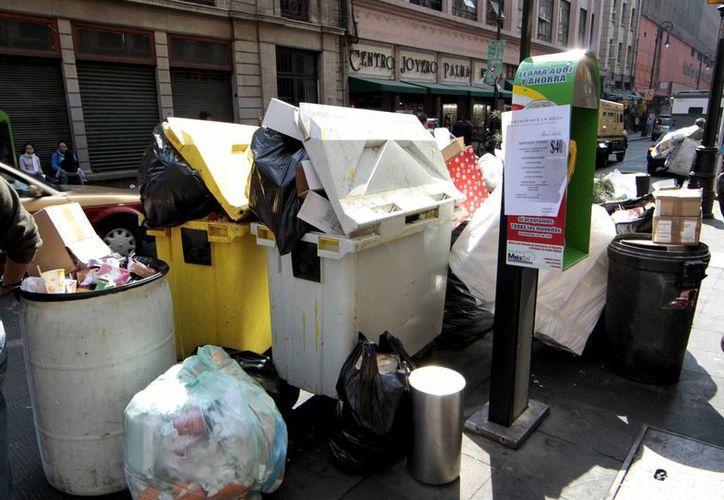 El manejo integral de residuos sólidos urbanos es otra de las prioridades del Gobierno. La imagen es de una calle de la Ciudad de México.  (Archivo/Notimex)