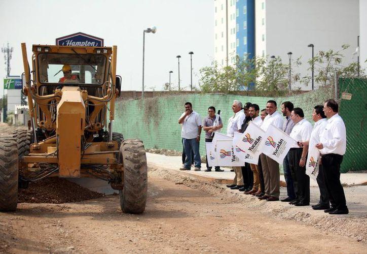 La construcción de la Avenida Siglo XX, que inició este sábado, beneficiará a hoteles, comercios y servicios cercanos al Centro de Convenciones Yucatán Siglo XXI. (Fotos: Amílcar Rodríguez/Milenio Novedades)
