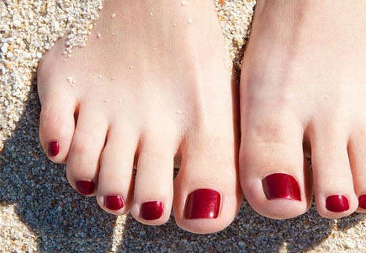 El sudor en los pies es muy molesto y puede causar mal olor. (Contexto)