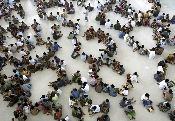 Estudiantes en Indonesia en un evento correspondiente al Ramadan. (Agencias)